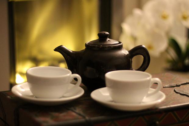 Schokolat Chocolate Teapot and Saucers